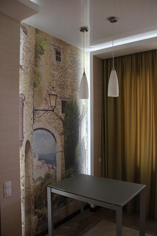 Ремонт кухни, стена с фотообоями.