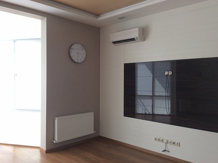 Ремонт зала в бежевом и коричневом цвете.